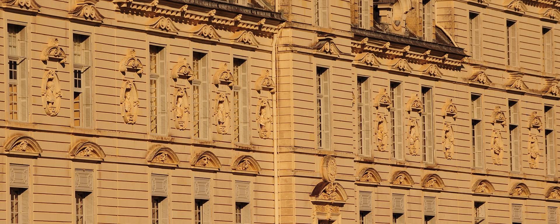 Die Fassade von Schloss Cheverny ist aus Stein von Bourré