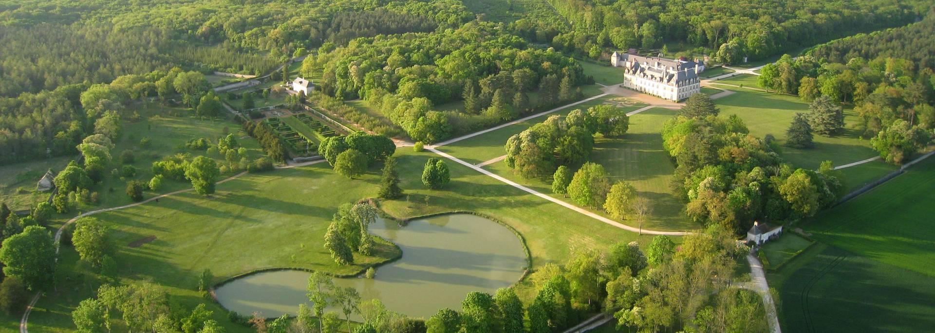 Schloss Beauregard aus der Luft gesehen