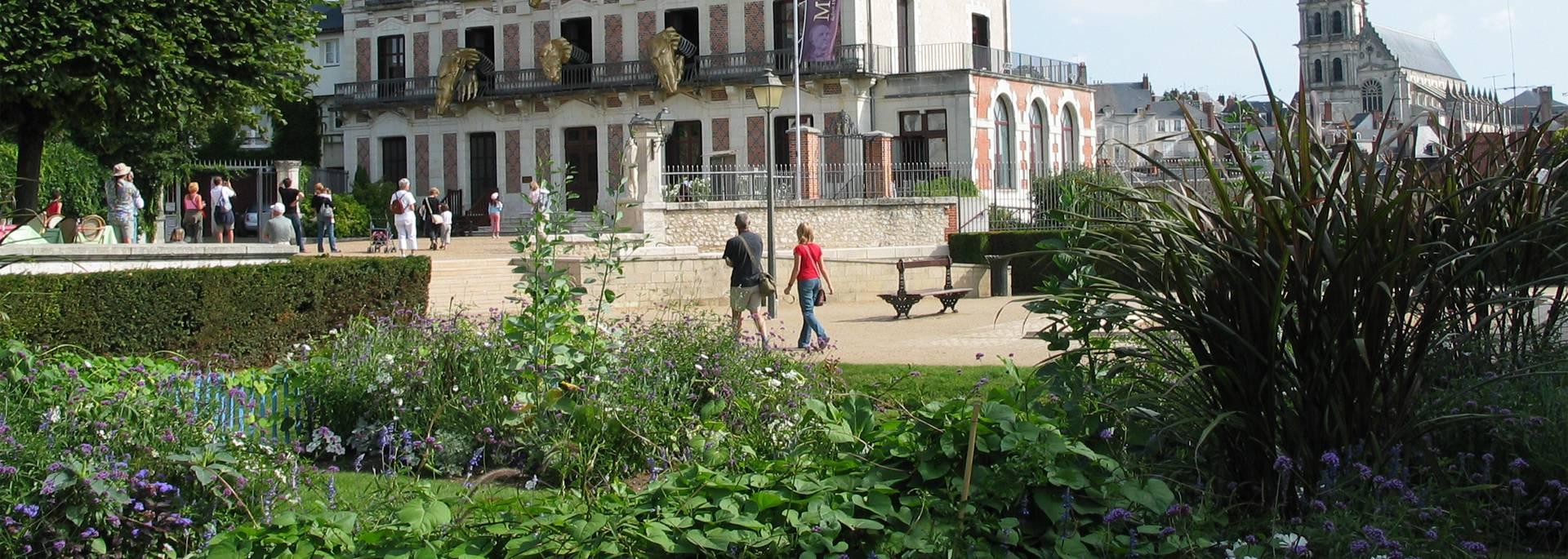 Die Jardins Saint Sauveur und das Haus der Magie in Blois