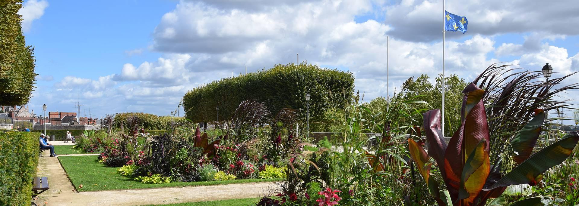 Die Jardins Saint Sauveur in Blois im Sommer