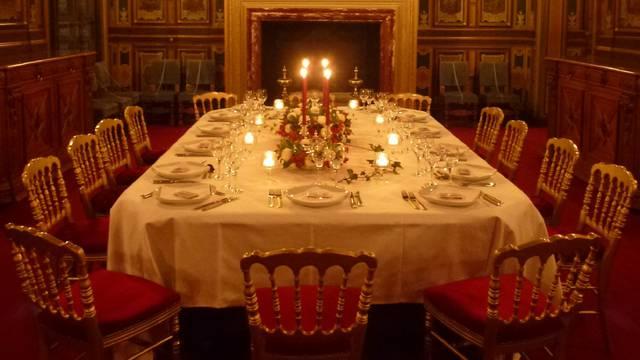 Repräsentatives Abendessen im Schloss von Cheverny. © OTBC
