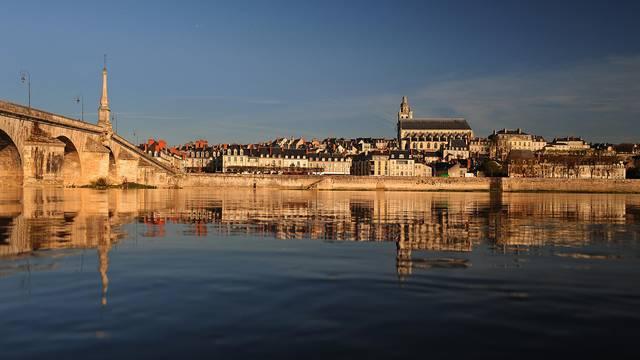 Die Jacques-Gabriel-Brücke in Blois © L. de Serres