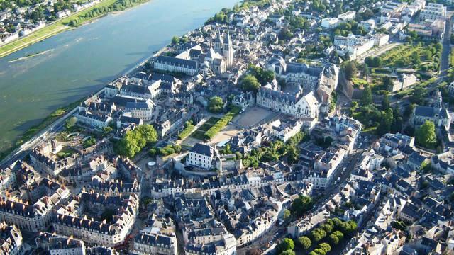 Die Stadt Blois und ihre königliche Burg vom Himmel aus gesehen. © OTBC