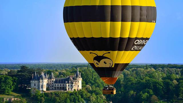 Heißluftballon vor Chaumont-sur-Loire