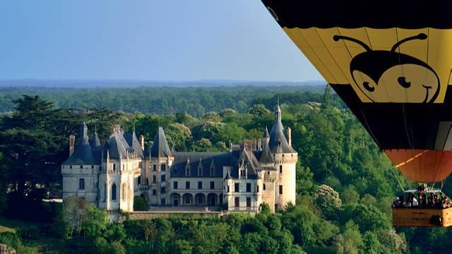 Über den Burgen und dem Loiretal. © Aerocom
