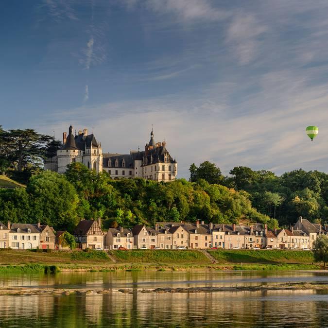 Das Schloss von Chaumont-sur-Loire vom Fluss aus gesehen