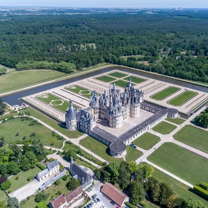 Luftaufnahme von Schloss Chambord und dem Garten