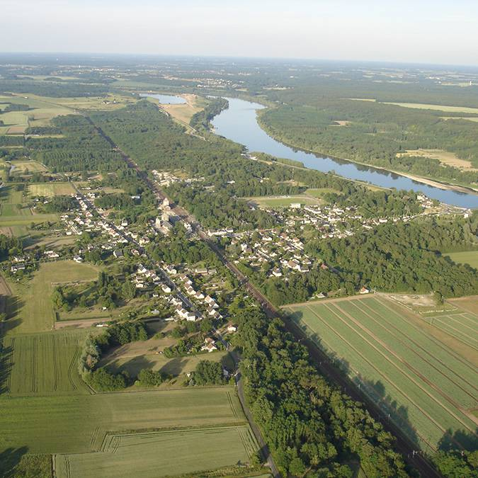 Die Ortschaft Onzain im Loire-Tal