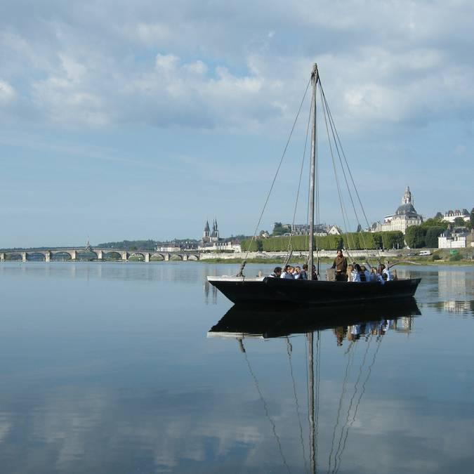 Eine Barke vor Blois