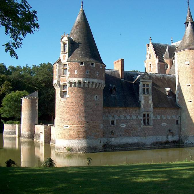 Schloss du Moulin und der Burggraben