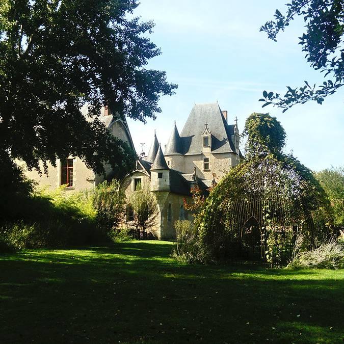 Das Schloss von Fougères-sur-Bièvre und sein Garten © OTBC