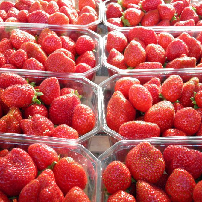 Erdbeeren gibt es hier auf allen Märkten © OTBC